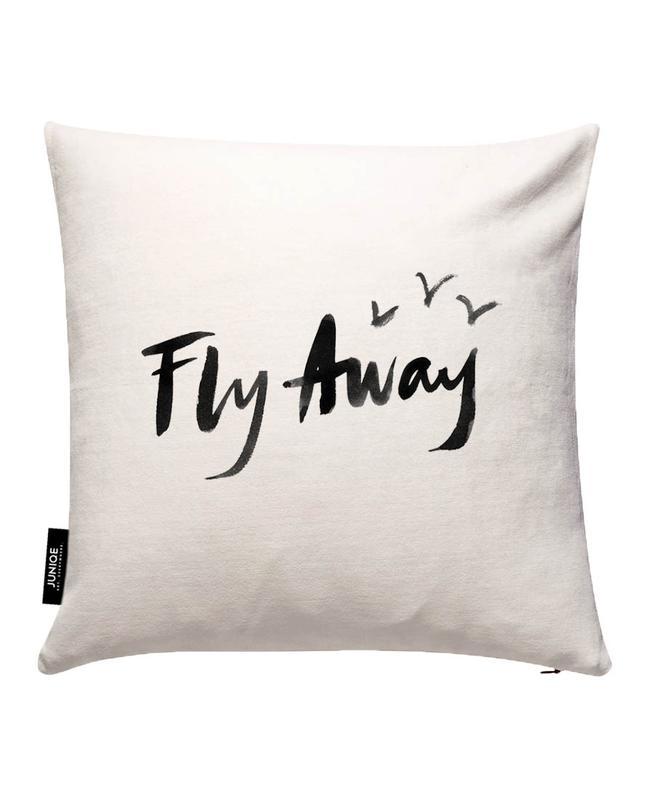Fly Away en Housse de coussin par Dead Language | JUNIQE