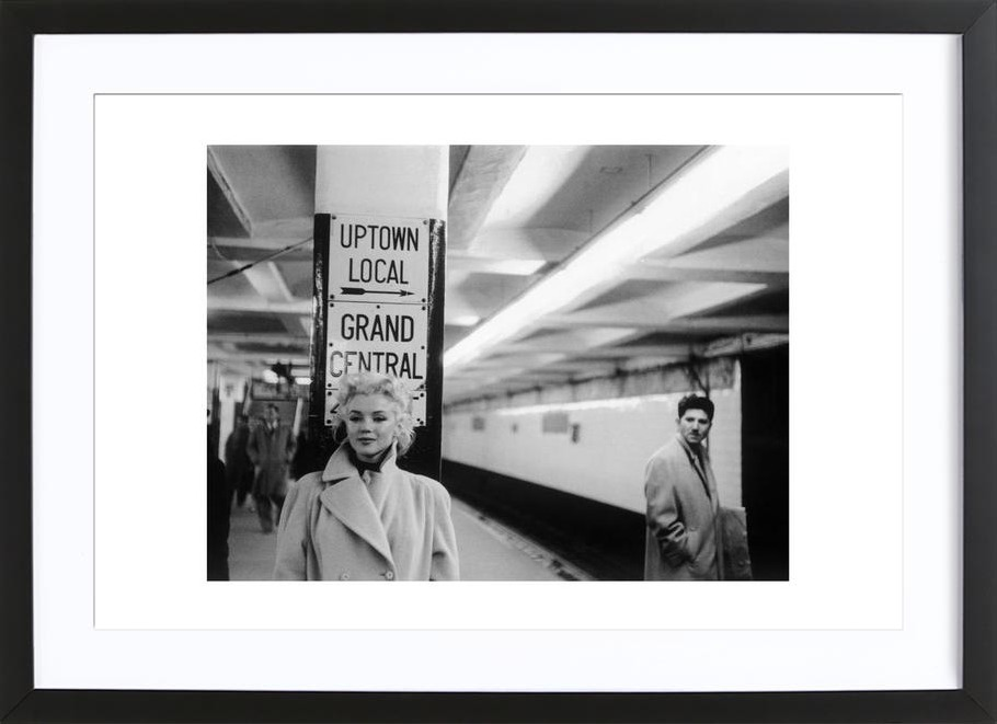 Marilyn Monroe at Grand Central Station, New York 1955 als Poster im ...