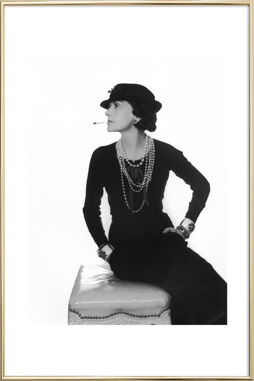 Coco Chanel als Poster im Holzrahmen | JUNIQE