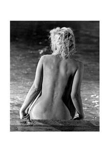 Marilyn Monroe, poolside