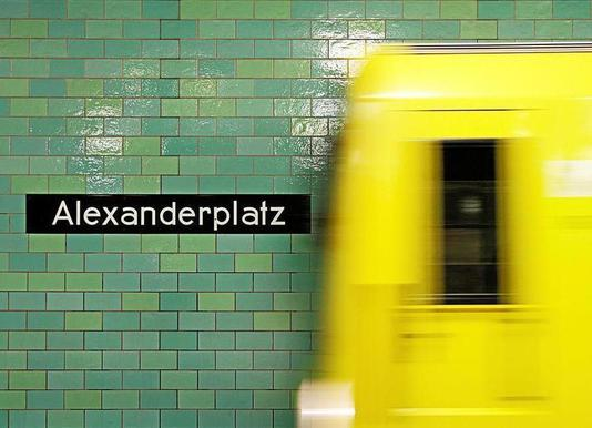 Reaching Alex -Leinwandbild