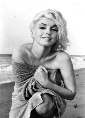 Marilyn Monroe on the sea shore canvas doek