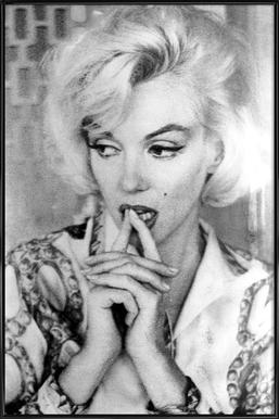 Marilyn Monroe wearing a blouse -Bild mit Kunststoffrahmen