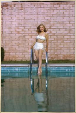 Young Marilyn Monroe Poolside I Poster in Aluminium Frame