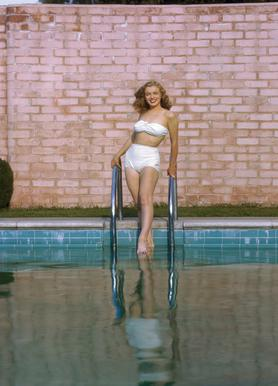 Young Marilyn Monroe Poolside I -Leinwandbild
