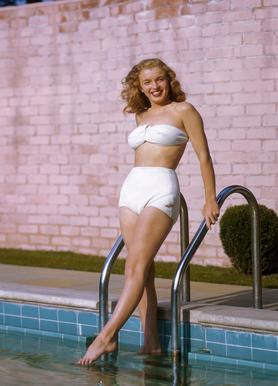 Young Marilyn Monroe Poolside II Canvas Print