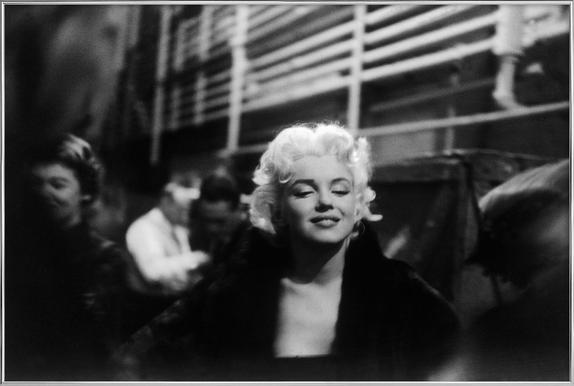 Marilyn Monroe on Subway -Poster im Alurahmen
