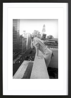 Marilyn Monroe in New York, 1955 - Affiche sous cadre en bois