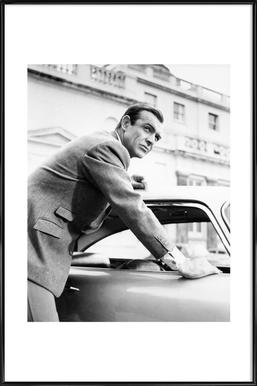 Sean Connery as James Bond in Goldfinger, 1964 - Affiche sous cadre standard