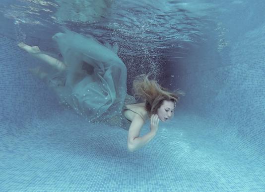 Beneath The Blue - Karen Jones toile