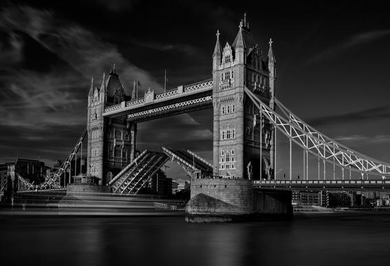 Bridge - C.S. Tjandra -Acrylglasbild