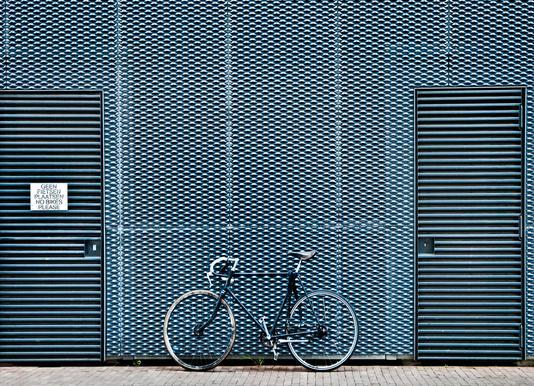 No Bikes Please canvas doek