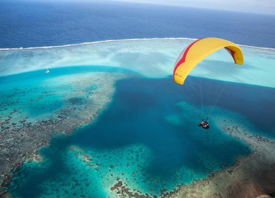Paragliding French Polynesia -Leinwandbild