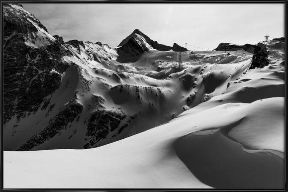 Mountains V -Bild mit Kunststoffrahmen