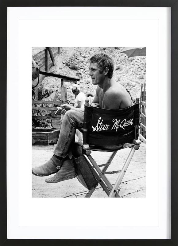 steve mcqueen taking a break 1966 en affiche sous cadre. Black Bedroom Furniture Sets. Home Design Ideas