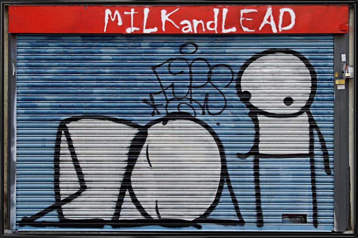 streetart blau 1 en affiche sous cadre standard par sadia | juniqe