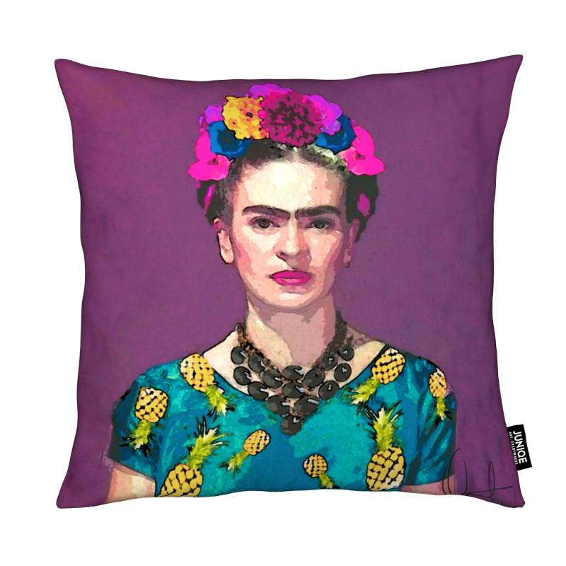 trendy frida kahlo en coussin par xchange studio juniqe. Black Bedroom Furniture Sets. Home Design Ideas