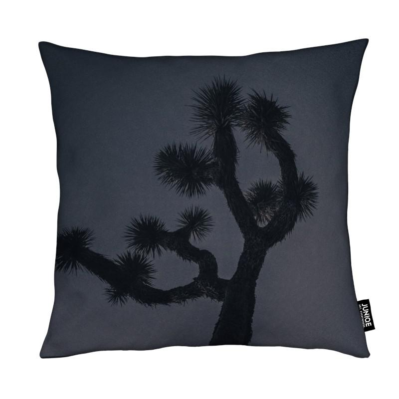 joshua als kissen von chris abatzis juniqe. Black Bedroom Furniture Sets. Home Design Ideas