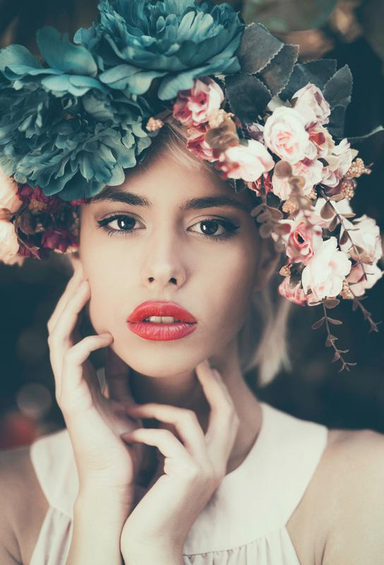 floral girl als acrylglasbild von jovana rikalo juniqe. Black Bedroom Furniture Sets. Home Design Ideas