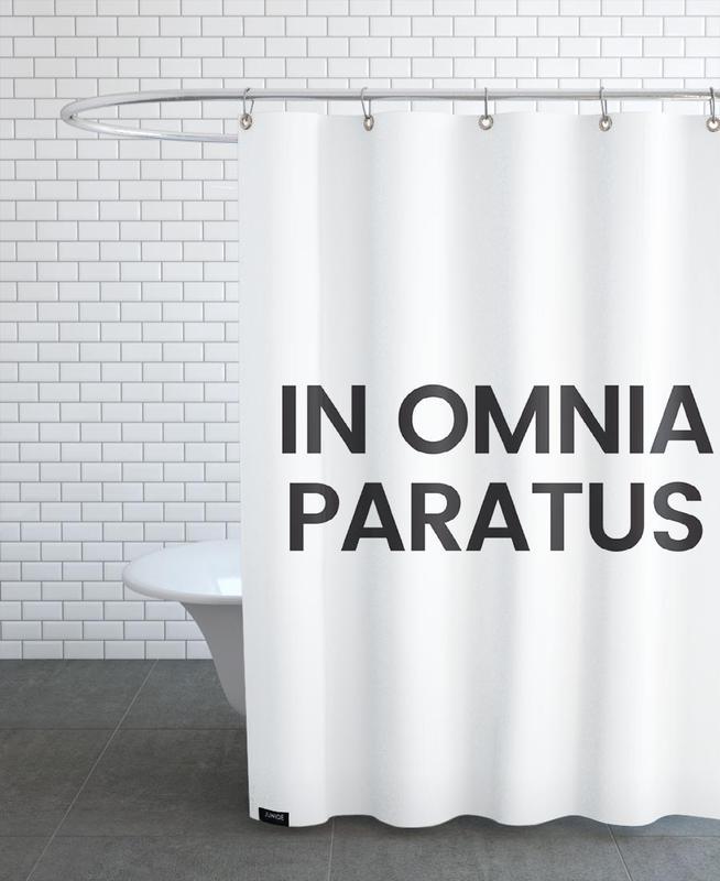 Omnia Paratus som Duschdraperi av JUNIQE  d9ee82391c86c