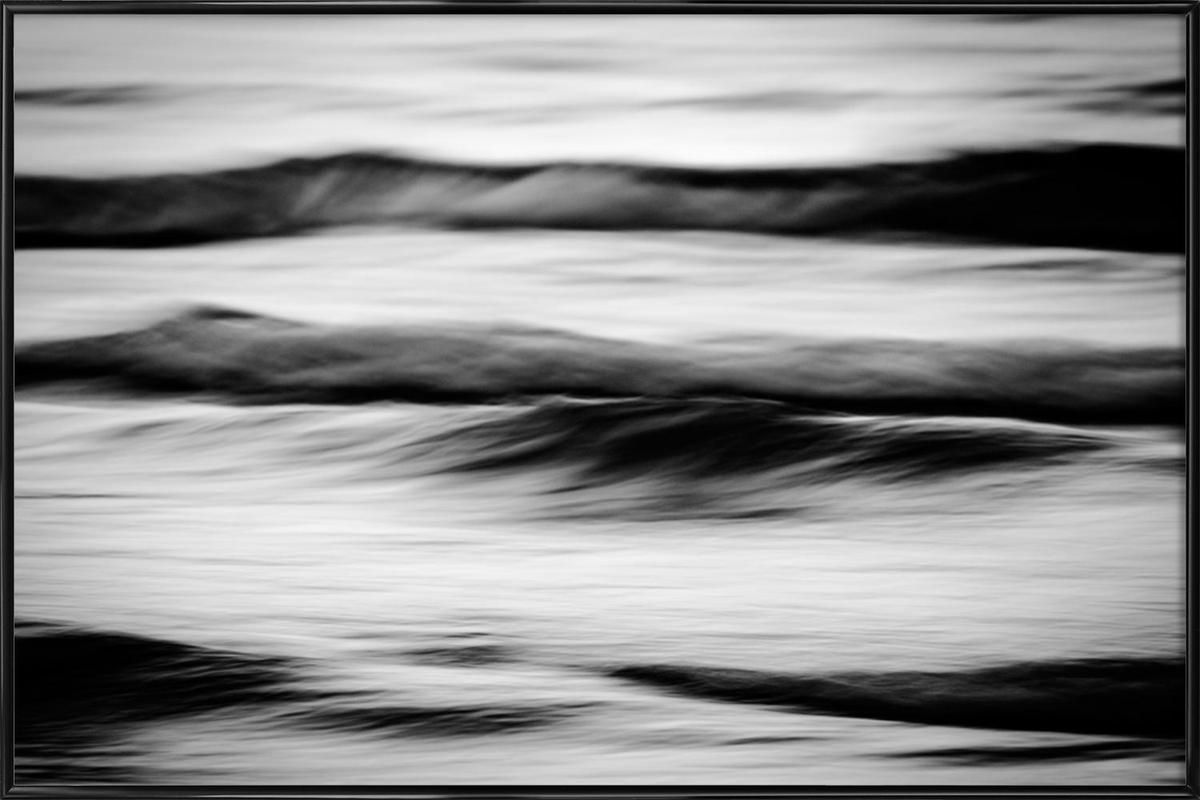 Waves Black & White als Poster im Kunststoffrahmen | JUNIQE