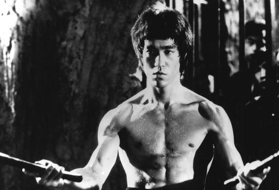 Bruce Lee in 'Enter The Dragon' Impression sur alu-Dibond
