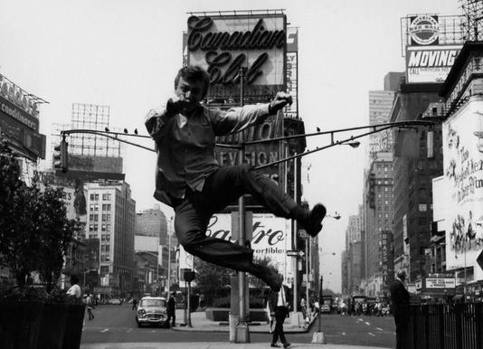 Tommy Steele at Times Square toile
