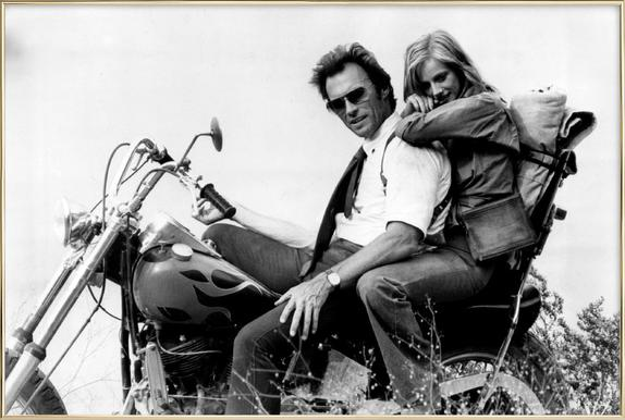 Clint Eastwood & Sondra Locke in 'The Gauntlet' affiche sous cadre en aluminium