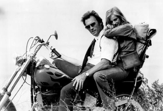 Clint Eastwood & Sondra Locke in 'The Gauntlet' Impression sur alu-Dibond