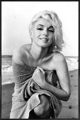 Marilyn Monroe on the sea shore affiche encadrée
