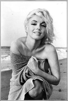 Marilyn Monroe on the sea shore Poster in Aluminium Frame