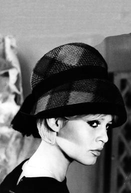 Brigitte Bardot with Hat tableau en verre