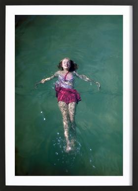 Young Marilyn Monroe in the Sea affiche sous cadre en bois