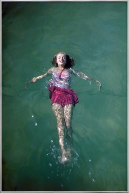 Young Marilyn Monroe in the Sea affiche sous cadre en aluminium
