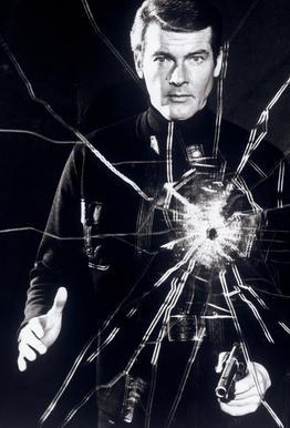 Roger Moore in  'Live and Let Die' Impression sur alu-Dibond