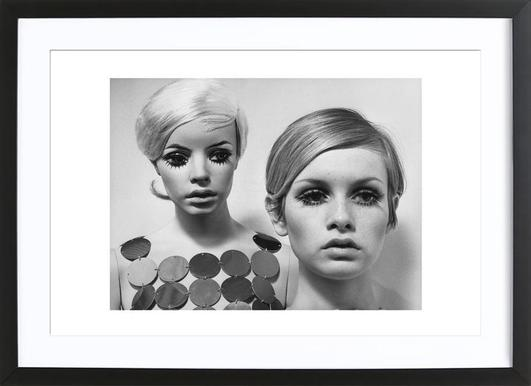 Twiggy and Mannequin, 1966 Poster im Holzrahmen