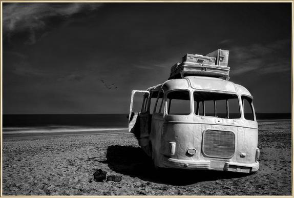 Beached Bus -Poster im Alurahmen