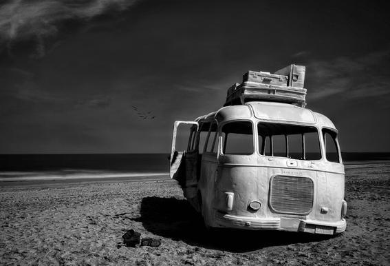 Beached Bus Alu-Dibond Druck