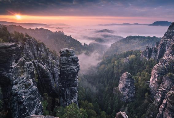Sunrise on the Rocks -Acrylglasbild