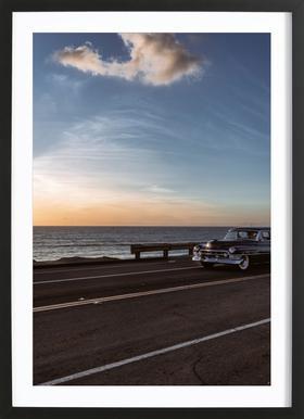 Cadillac Sunset Cruise I Poster im Holzrahmen