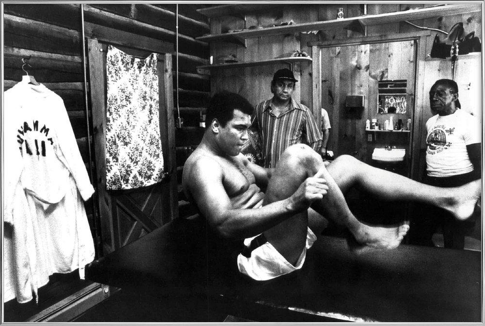 Muhammad Ali Exercising poster in aluminium lijst