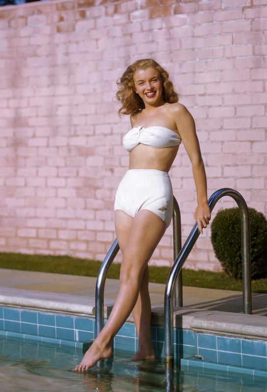 Young Marilyn Monroe Poolside II Aluminium Print