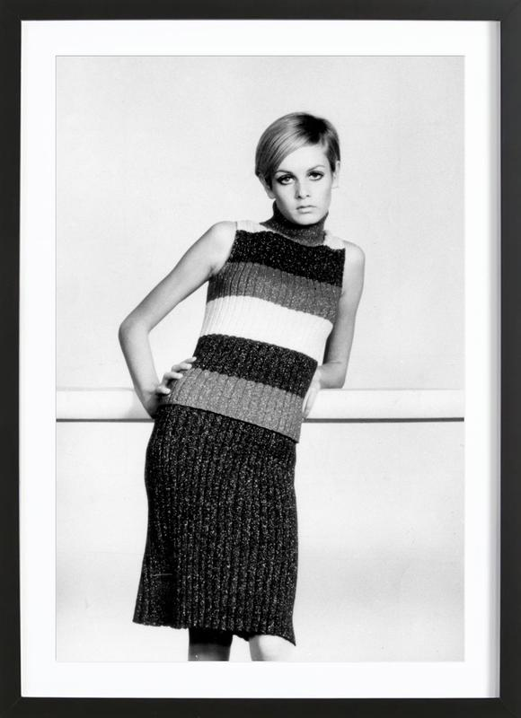 Twiggy in a knitted suit ingelijste print