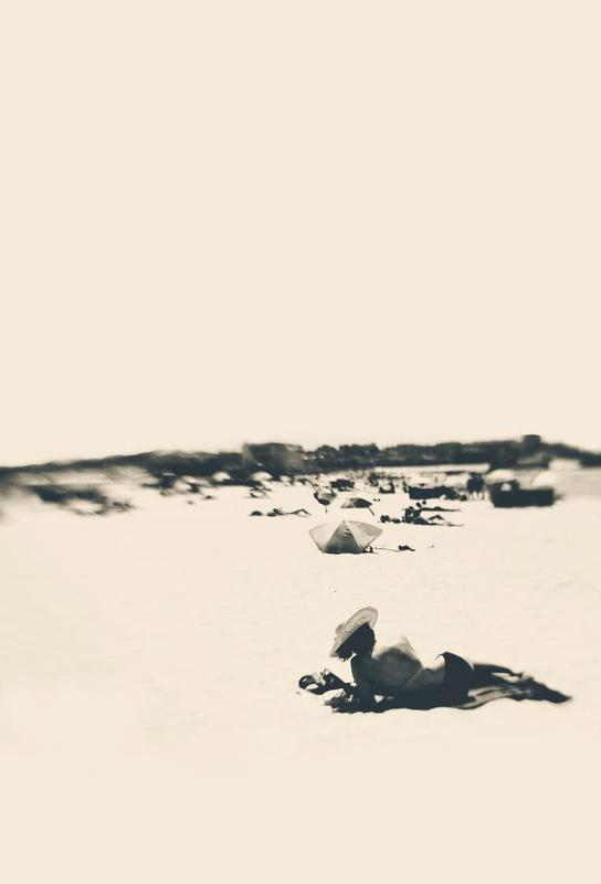 Lady On The Beach alu dibond