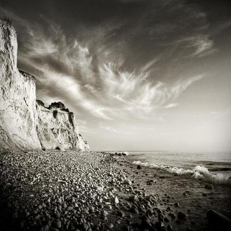 Fishland Cliff Mario Benz Leinwandbild | Dekoration > Bilder und Rahmen > Bilder | Mehrfarbig | Holz