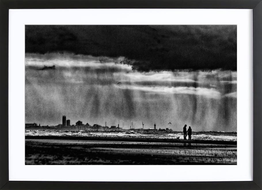 On The Beach - Susanne Stoop -Bild mit Holzrahmen