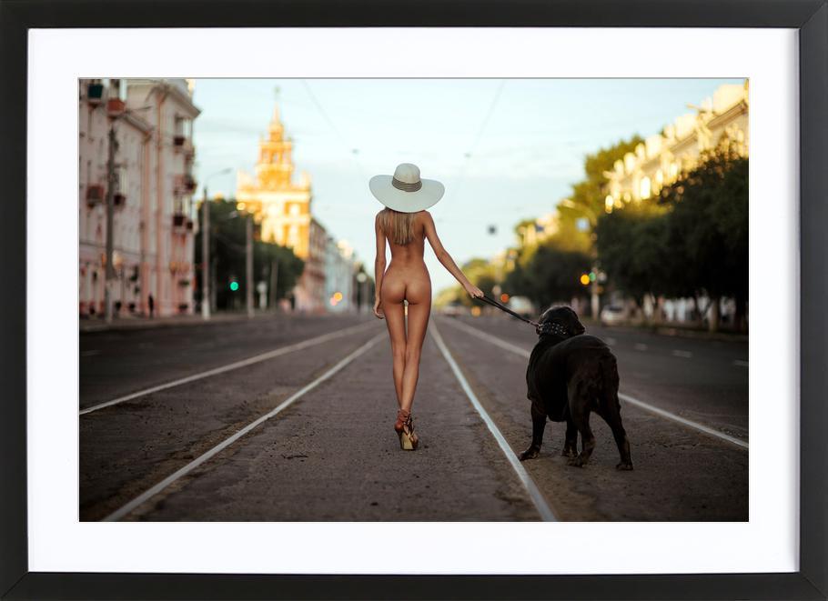 Lady with Her Dog - GeneOryx -Bild mit Holzrahmen