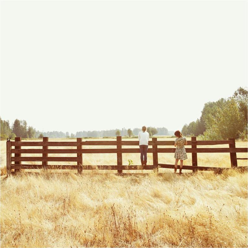 Fence Standing -Acrylglasbild