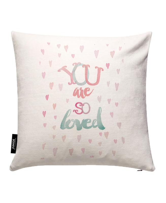 You Are So Loved JUNIQE Kissenhülle   Heimtextilien > Bettwäsche und Laken > Kopfkissenbezüge   Mehrfarbig   Baumwollstoff
