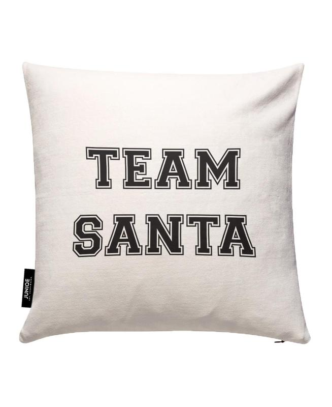 Team Santa JUNIQE Kissenhülle | Heimtextilien > Bettwäsche und Laken > Kopfkissenbezüge | Mehrfarbig | Baumwollstoff